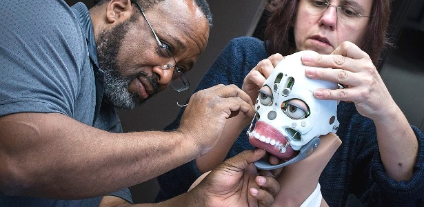 Robô feito em silicone que imita a pele humana quer te fazer companhia, topa? - Divulgação