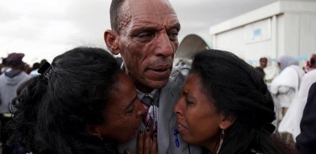 O etíope Addisalem reencontra a família na Eritreia após 18 anos sem vê-los: países vizinhos assinaram acordo de paz este mês - Tiksa Negeri / Reuters Wider Image