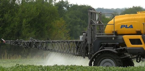 Herbicidas contendo glifosato são muito usados na agricultura - AFP