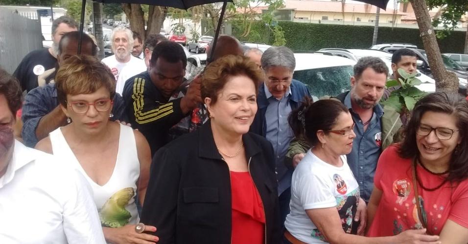 Dilma Rousseff chega para votar na região de Pampulha, em Belo Horizonte