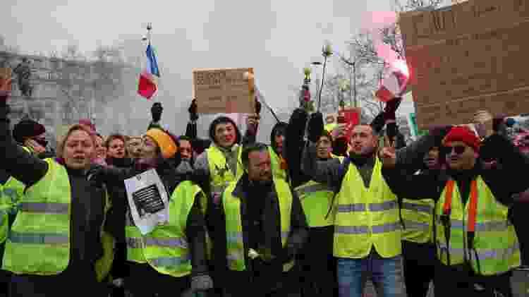 Manisfestantes usando colete amarelo saíram às ruas de Paris em janeiro de 2019 - Zakaria Abdelkafi/AFP