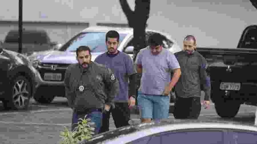 Bruno Cancella é preso durante operação contra envolvidos com exploração imobiliária clandestina na Muzema - Fabiano Rocha/Agência O Globo