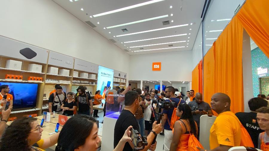Fãs da Xiaomi durante inauguração de loja física em São Paulo - Gabriel Francisco Ribeiro/UOL