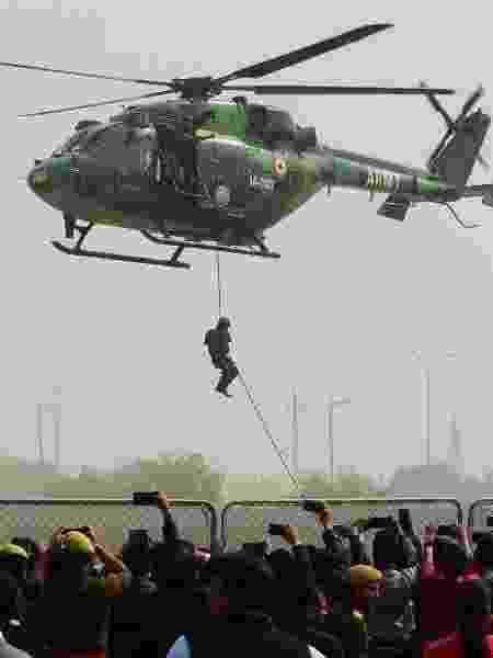 Helicóptero das Forças Armadas da Índia - ROHIT UMRAO/AFP