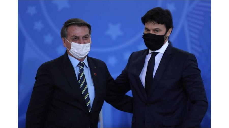 Jair Bolsonaro ao lado de Fábio Faria: viagem para conversar sobre 5G - Gabriela Biló/Estadão