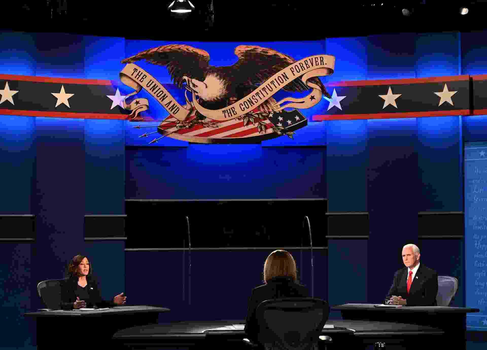 O vice-presidente dos Estados Unidos, Mike Pence, e a candidata à vice-presidência, Kamala Harris, falam durante o debate realizado na Universidade de Utah, em Salt Lake City (Utah) - Eric Baradat / AFP