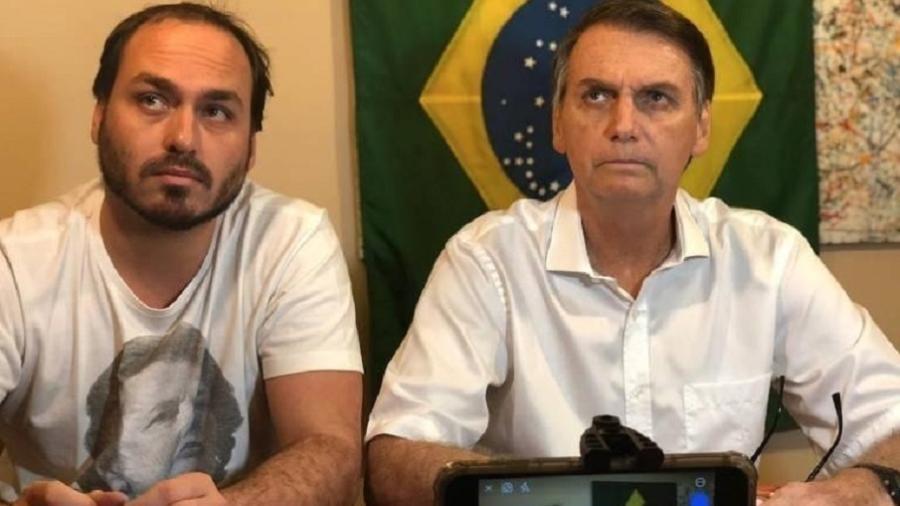 O presidente Jair Bolsonaro e seu filho Carlos - Reprodução/Instagram