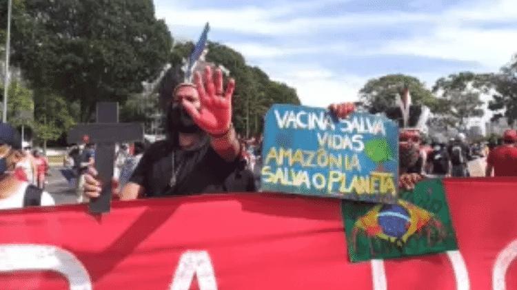 O ativista Bruno Bispo em protesto em Brasília - Rafael Neves/UOL - Rafael Neves/UOL