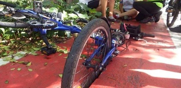 Bicicleta ficou presa em fenda de bueiro na ciclovia da avenida Pacaembu