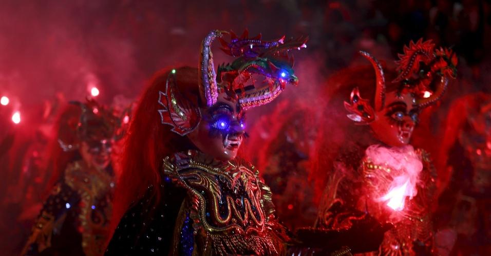 6.fev.2016 - Membros do grupo Diablada Ferroviaria participam do desfile de carnaval em Oruro (Bolívia). O carnaval de Oruro é um dos mais tradicionais da América do Sul, atraindo visitantes da Bolívia e outros países