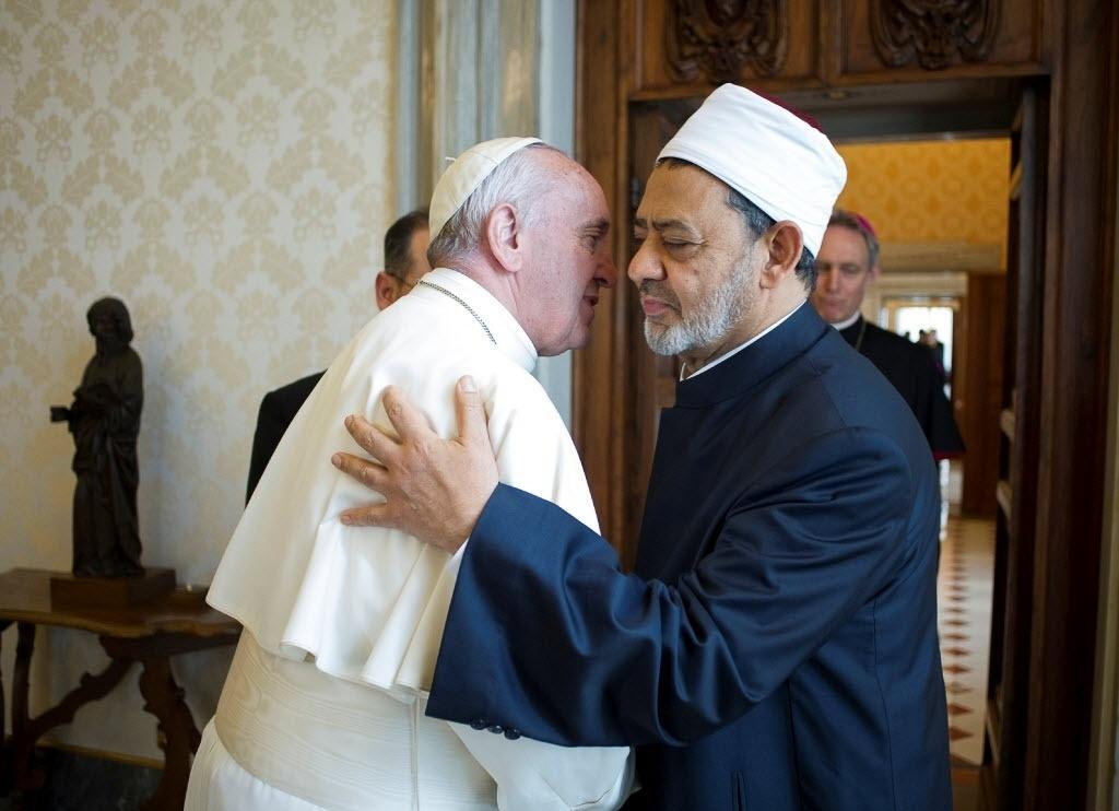 23.mai.2016 - O papa Francisco recebeu no Vaticano o grande imã Ahmed al-Tayeb da mesquita Al-Azhar do Cairo, principal instituição do Islã sunita, em um encontro considerado histórico após dez anos de tensões entre as duas instituições religiosas