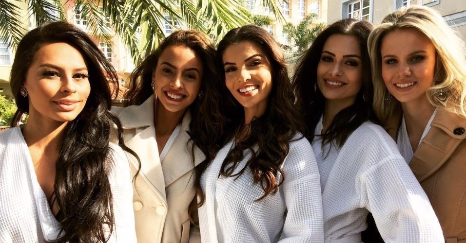 23.jun.2016 - Candidatas no Miss Mundo Brasil 2016 são fotografas na praia de Jurerê Internacional (SC), onde são realizadas as provas do concurso