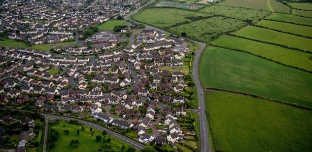 Vista aérea de Douglas, capital da Ilha de Man