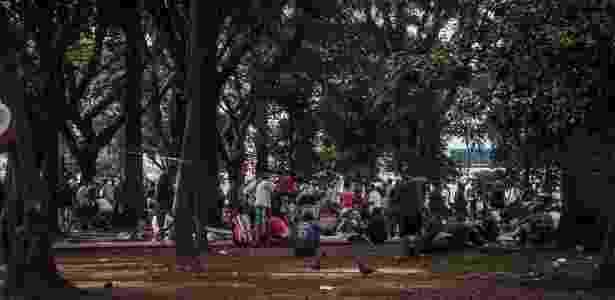 24.mai.2017 - Usuários de droga ocupam a Praça Princesa Isabel, na região central, depois da desocupação da Cracolândia - Bruno Santos/ Folhapress