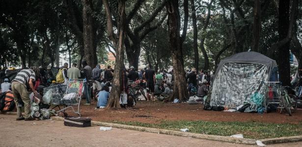 Usuários de droga ocupam a Praça Princesa Isabel, no centro de São Paulo, depois da desocupação da Cracolândia