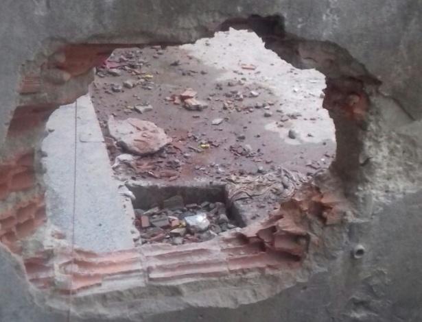 Buraco em parede de penitenciária no Piauí: risco de fugas e desabamento