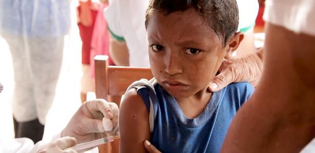 3.mar.2018 - Vacinação de crianças venezuelanas em Pacaraima (RR) - UOL