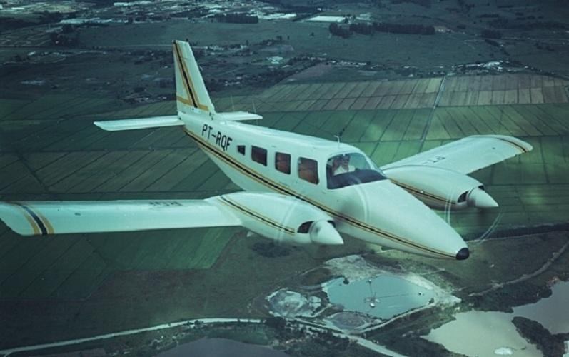 Avião bimotor EMB-810 Seneca, da Embraer