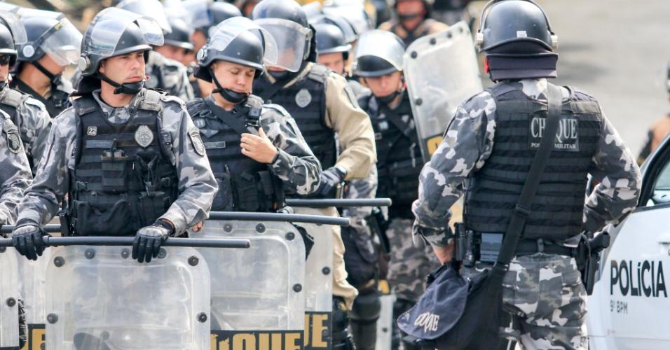 Sede da Policia Federal em Curitiba receba reforço para possível prisão do ex presidente Lula