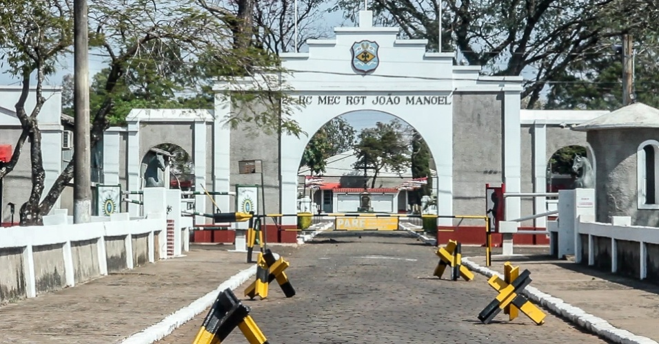 O quartel do 2º Regimento de Cavalaria Mecanizada de São Borja (RS) abrigou mais de uma centena de presos políticos no fim da década de 1960, segundo relatos de ex-presos políticos