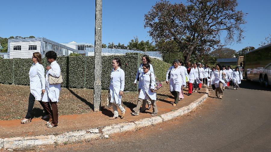 Mais Médicos - Cubanos no primeiro dia de curso para trabalharem no Brasil em 2013 - Sérgio Lima/ Folhapress