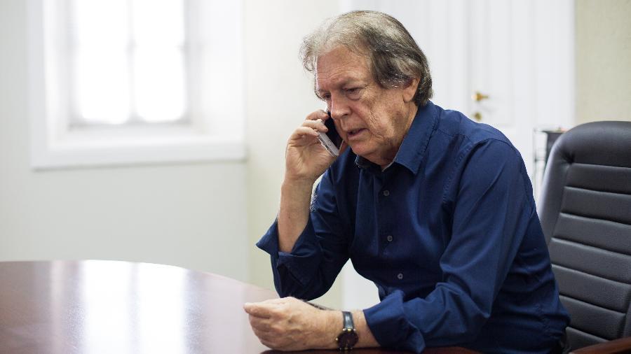 O presidente do PSL, Luciano Bivar, no escritório de sua empresa, no Recife - Clara Gouvêa 3.dez.2018/UOL