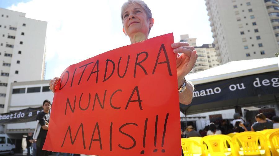 30.mar.2019: 6° Ato Unificado Ditadura Nunca Mais, onde familiares dos torturados e desaparecidos se reúnem nas dependências do antigo DOI-Codi, na zona sul de São Paulo - RENATO S. CERQUEIRA/FUTURA PRESS/ESTADÃO CONTEÚDO