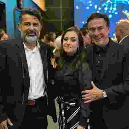 Da esq. para a dir.: Claudio Oliveira, dono do grupo Bitcoin Banco, sua mulher, Lucinara, e o jornalista Amaury Jr. - Reprodução/Facebook - Reprodução/Facebook