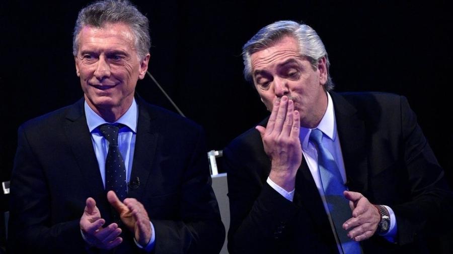 Mauricio Macri e Alberto Fernández: presidente ficou quase 16 pontos atrás do rival peronista nas primárias - JUAN MABROMATA/AFP
