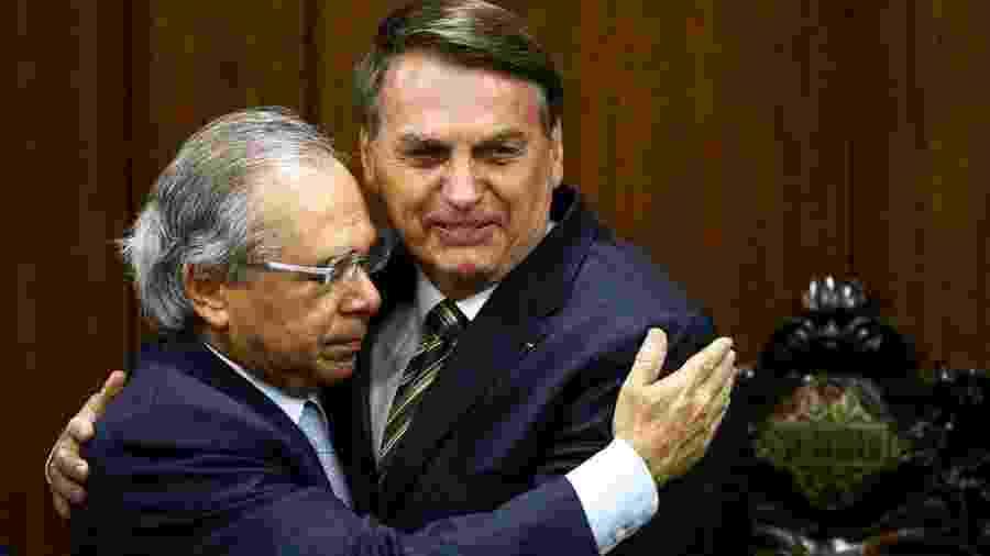 O ministro da Economia, Paulo Guedes, e o presidente Jair Bolsonaro, durante entrega do Plano Mais Brasil - Marcelo Camargo/Agência Brasil