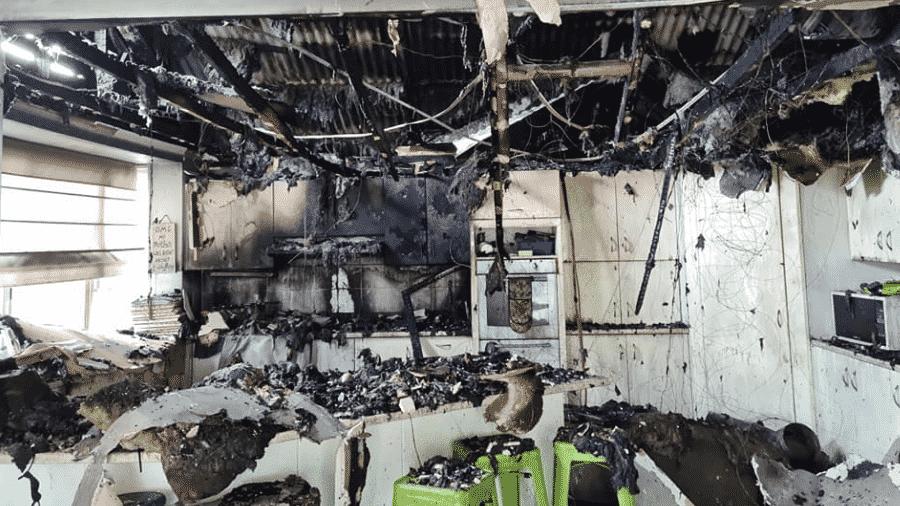 Garota de 16 anos incendeia casa ao tentar fritar batata frita em Glenhaven, município de Sydney  - Linda Barrett/Facebook