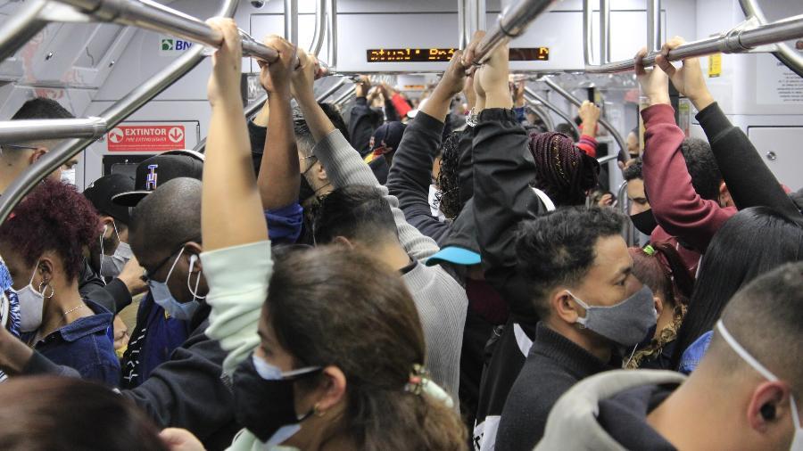 Movimentação de usuários no trem na região da estação da Luz da CPTM, na região central de São Paulo - WILLIAN MOREIRA/FUTURA PRESS/FUTURA PRESS/ESTADÃO CONTEÚDO