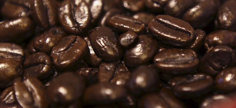 8.jul.2015 - Fotografia macro de grãos de café em loja de Nairóbi, no Quênia - Noor Khamis/Reuters