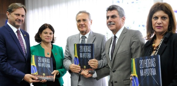 """O senador Renan Calheiros (no centro) participa do lançamento do livro """"20 Horas na História"""""""