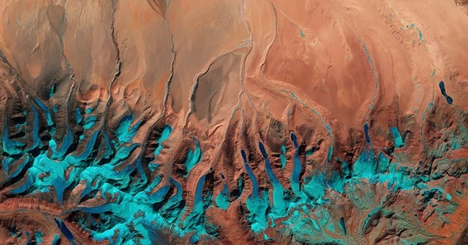 17.jun.2016 -  Imagem de satélite retratada pelo Sentinel-2ª mostra o planalto tibetano, perto da fronteira com o Nepal. Do seu ponto de vista 800 km de altura, os satélites podem monitorar mudanças nas geleiras, fusão e outros efeitos que a mudança climática tem sobre o nosso planeta