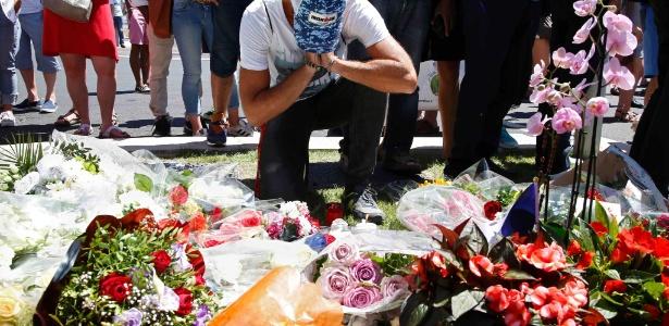 Área próxima ao local em que houve o ataque terrorista em Nice, na França, é tomada por homenagens