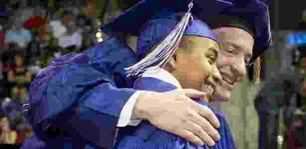 Carson Huey-You durante cerimônia de graduação, em 13 de maio - Universidade Cristã do Texas/Divulgação