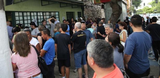 Paulistanos enfrentam fila para receber dose da vacina contra a febre amarela em unidade de saúde no Planalto Paulista, em São Paulo (SP), na manhã desta quarta-feira (10)