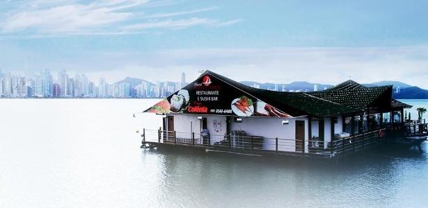 Pharol Porto Cabral é o único restaurante flutuante de Balneário Camboriú