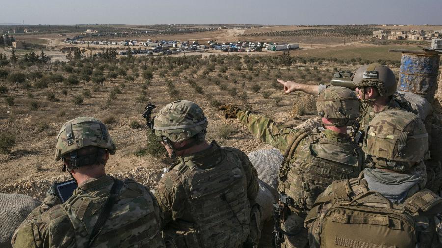 7.fev.2018 - Soldados das Forças Especiais dos EUA na linha de frente em Manbji, Síria - Mauricio Lima/The New York Times