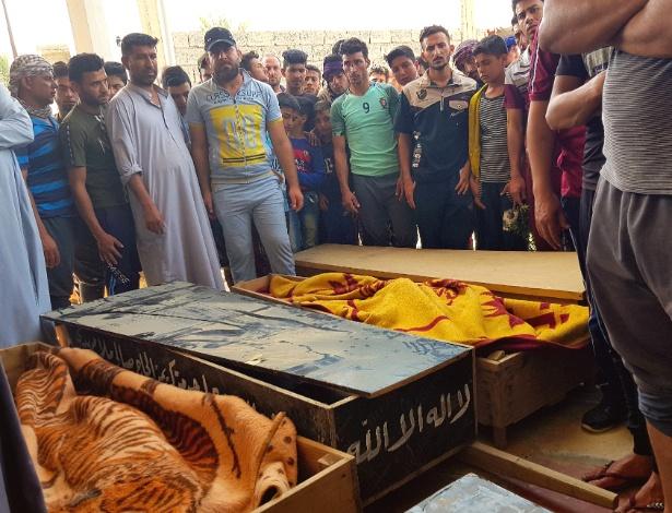 Funeral de alguns dos 21 mortos em um ataque do EI em Tarmiya, no Iraque