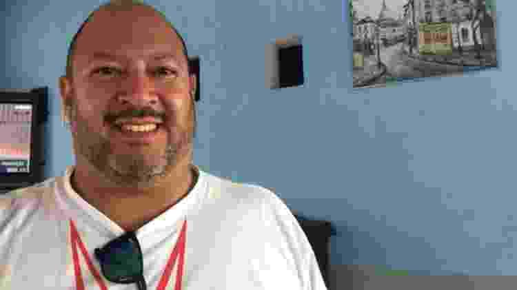 Clayton Diogenes da Silva, 43, e seu pai Antonio Carlos trabalharam por décadas na Ford em São Bernardo do Campo - BBC - BBC