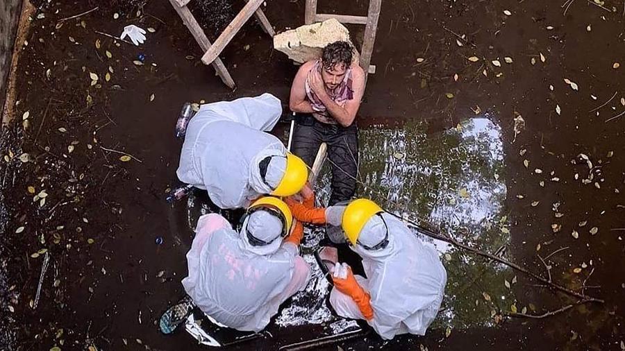 Britânico Jacob Roberts é resgatado em Bali, após passar seis dias preso em um poço - AFP PHOTO / BADUNG POLICE