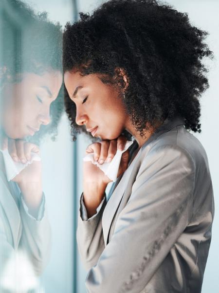 Mulheres negras representam 52% das vítimas brasileiras de assédio no trabalho - Getty Images/Cecilie_Arcurs