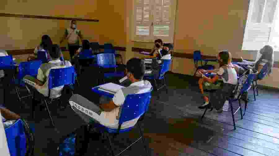 Alunos da Escola Estadual Dom Pedro II, em aulas presenciais, no centro da cidade de Manaus (AM), zona sul - SANDRO PEREIRA/FOTOARENA/ESTADÃO CONTEÚDO