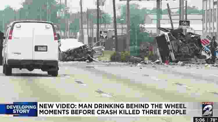 A situação em que ficou o Honda, de Morejon, e a caminhonete após a colisão - Reprodução/Click2Houston - Reprodução/Click2Houston