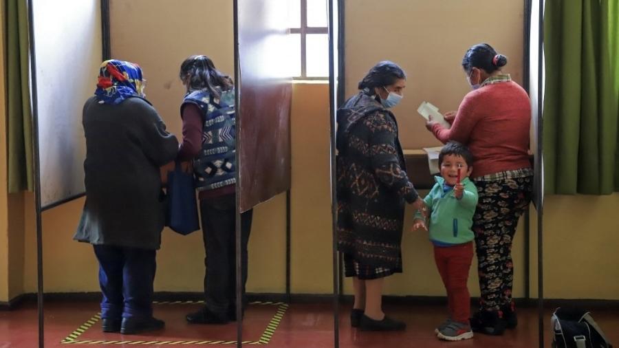 Direita, que governa o país e concorreu com chapa única, sai como a grande perdedora da eleição no Chile - Mario Quilodran/AFP