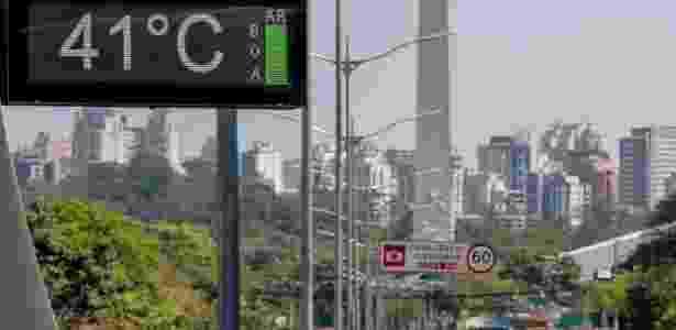 Termômetro na avenida 23 de Maio, na zona sul de São Paulo, marca 41 graus no último dia 19 - Pedro Kirilos - 19.set.2015/Agência O Globo