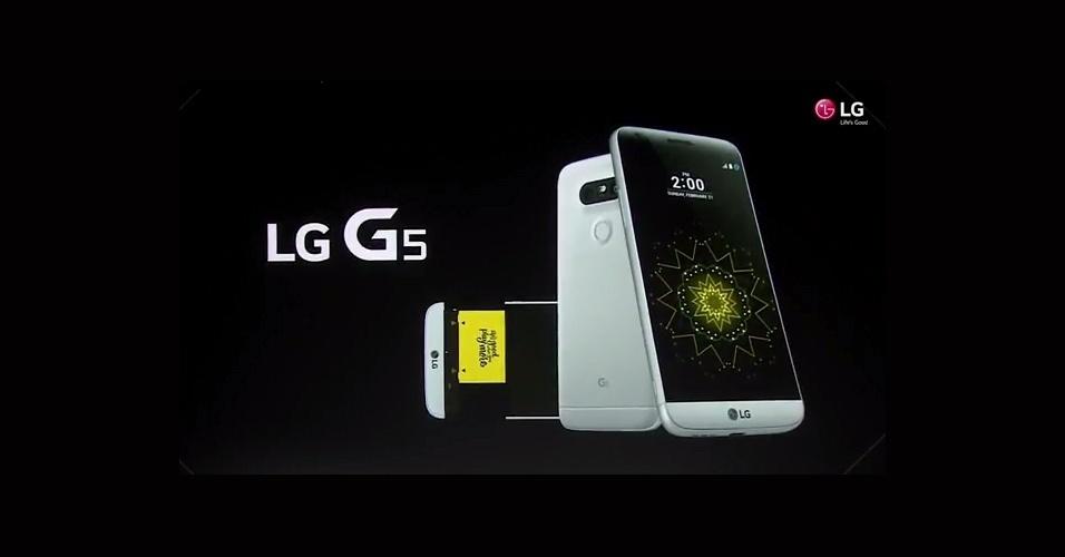 21.fev.2016 - Uma outra novidade do G5 é que o aparelho manterá uma parte da tela --com a exibição de notificações-- sempre ligada. A promessa da LG é que o recurso praticamente não afetará o consumo da bateria de 2.800 mAh, que será de apenas 0,8% a cada hora
