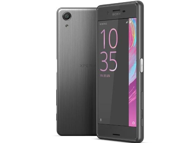 21.fev.2016 - Lançado pela Sony como parte de uma linha de três smartphones, o Xperia X Performance é o mais recente top da linha da marca, cuja principal diferença em relação ao Xperia XA e Xperia XA é ter o poderoso Snapdragon 820. Traz ainda câmeras de 23 MP (traseira) e 13 MP (frontal), 3 GB de RAM, tela de cinco polegadas e 32 GB de armazenamento. Todos os três aparelhos estarão com Android 6.0 e disponíveis no terceiro trimestre, e a Sony não revela preço